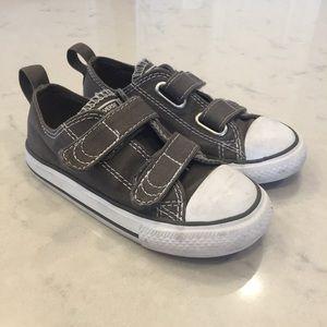 Toddler boys size 9 grey Converse shoes.